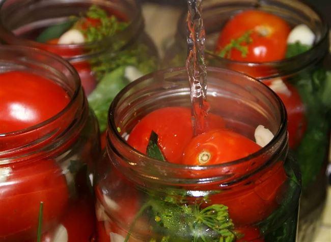 Видео: как приготовить на зиму томаты в собственном соку